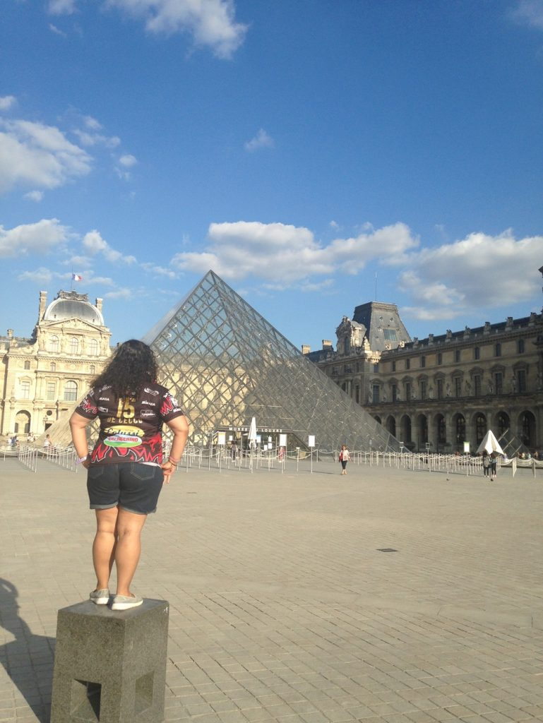 Louvre Museum - Paris - Girls Who Travel - Girl Who Travels - Traveleira.com