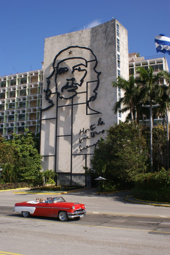 Plaza de la Revolución - Traveleira.com + World Wide Wendy